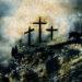 Drei Kreuze auf einem Berg