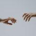 sich nähernde Hände