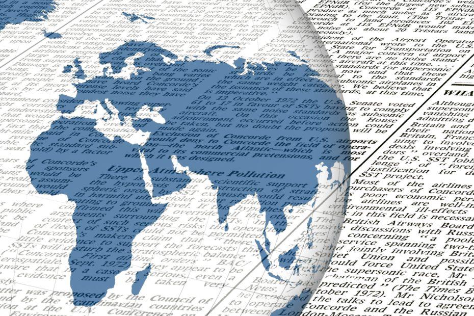 Weltkugel mit Zeitung